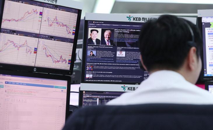 트럼프-김정은 회담이 경제에 미치는 영향은?<YONHAP NO-2803>