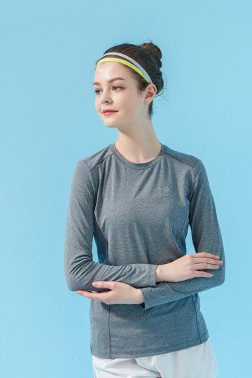 블랙야크_E오트티셔츠 여성용 제품 착용컷