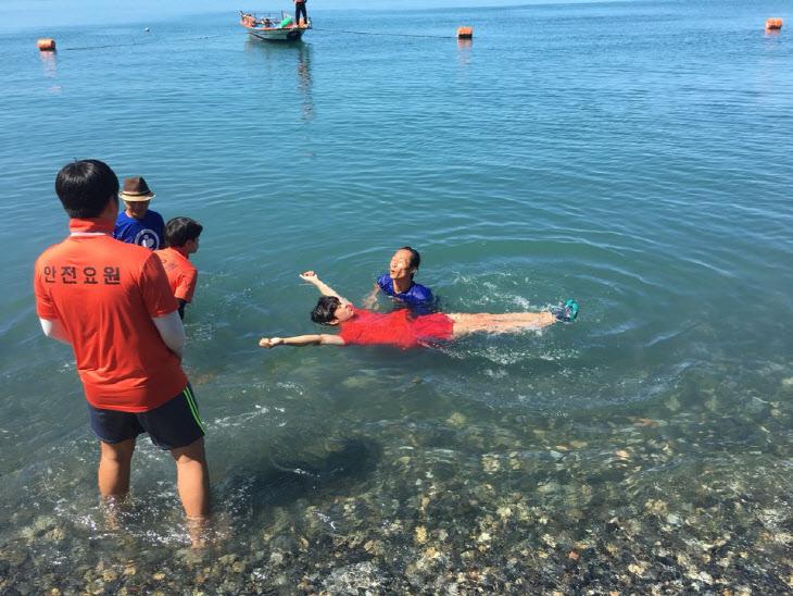고흥 해수욕장 물놀이 사고 예방을 위한 생존수영 교육 )