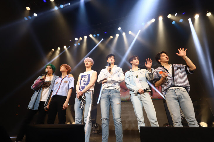 사진8_아스트로 두번째 일본콘서트 단체