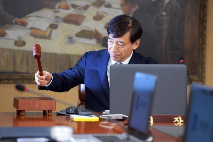 금융통화위원회 주재하는 이주열 한은 총재<YONHAP NO-4526>