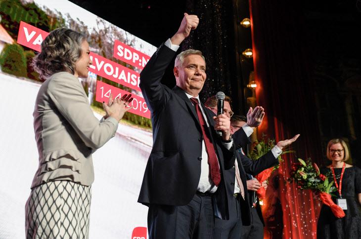총선 승리 자축하는 핀란드 사민당 대표
