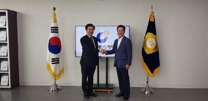 국회정책예산처장(좌), 최기문 영천시장(우)) 사진