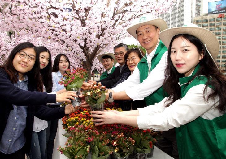 스타벅스 '서울 꽃으로 피다' 친환경 캠페인