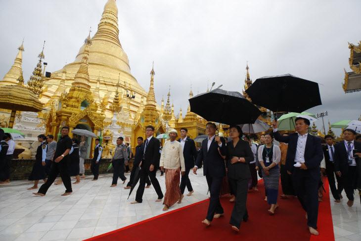 문 대통령, 미얀마 불교 유적지 쉐다곤 파고다 방문