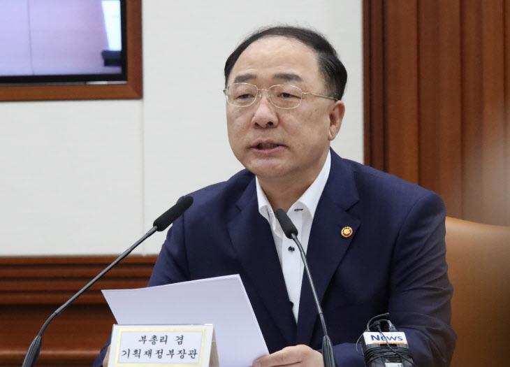 대외경제장관회의서 발언하는 홍남기 부총리