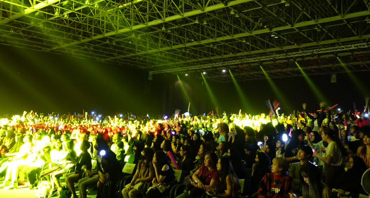 두바이서 K-팝 콘서트 '열광'<YONHAP NO-1462>