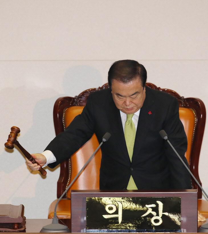 본회의 개의 선언하는 문희상 의장<YONHAP NO-2078>