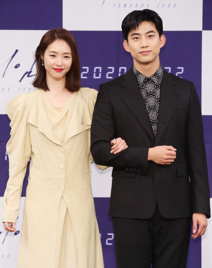 이연희-옥택연, 귀여운 동갑내기<YONHAP NO-4800>