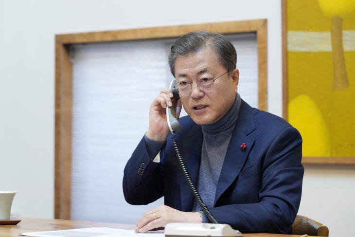 문 대통령, 라디오 '김창완입니다'에서 새해인사