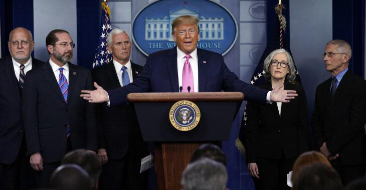 '코로나19' 대응 기자회견 하는 트럼프