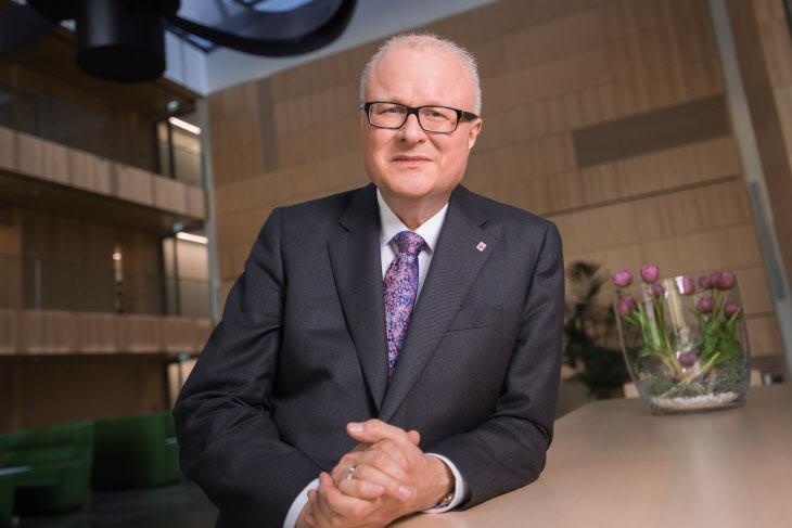 (FILE) GERMANY HESSE FINANCE MINISTER OBIT