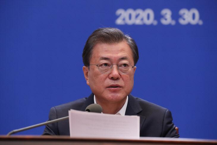 비상경제회의 발언하는 문재인 대통령