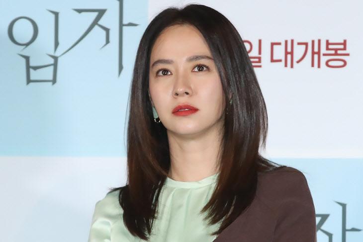 송지효, 눈부신 미모