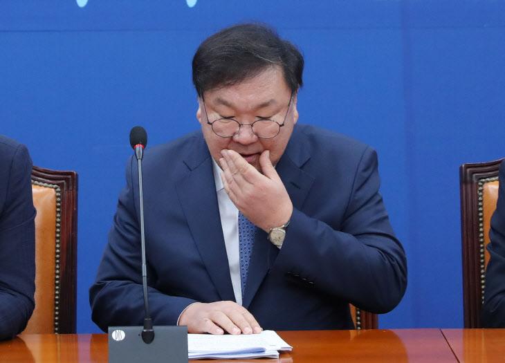 원내대책회의 참석한 민주당 김태년 원내대표