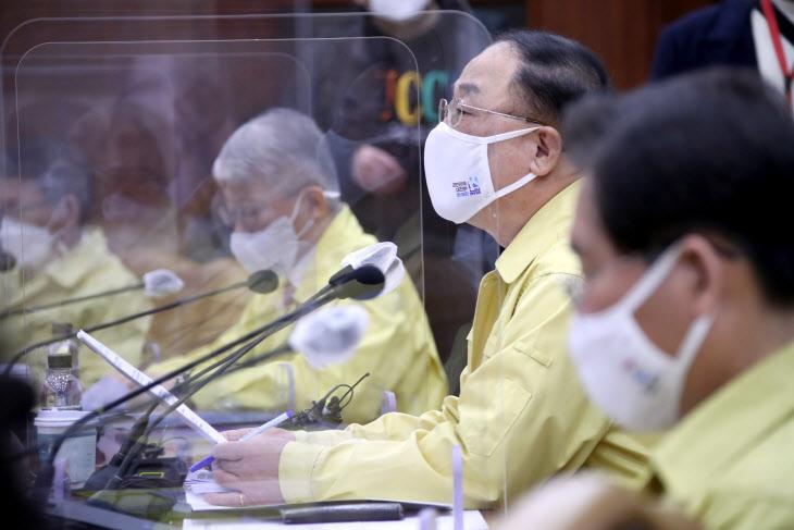 홍남기 부총리, 비상경제 중대본 회의 주재<YONHAP NO-3141>