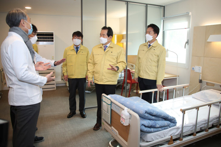 정세균 총리, 국립중앙의료원 격리치료병동 현장점검