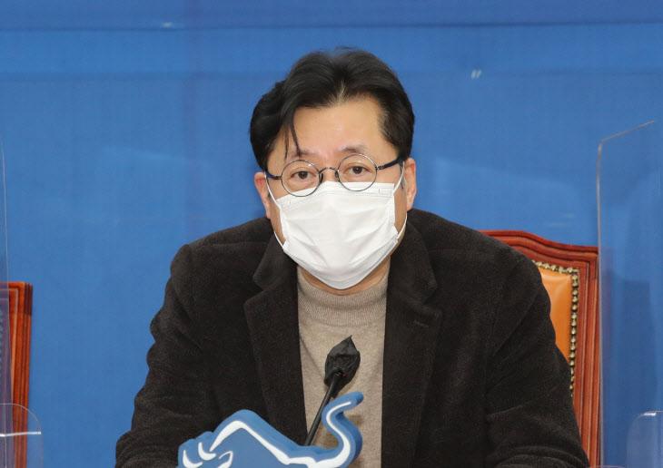 규제혁신추진단 회의에서 발언하는 홍익표 정책