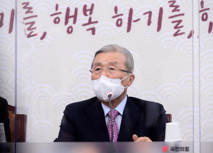 발언하는 김종인 비대위원장<YONHAP NO-2614>